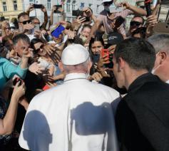 De coronaregels sneuvelden tijdens het hartelijke onthaal © Vatican Media