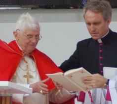 Benedictus XVI met zijn secretaris Georg Ganswein © Philippe Keulemans