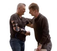 Ron en Rudi uit Antwerpen zien elkaar terug 6 jaar na een dodelijk ongeval. © Schermafbeelding YouTube