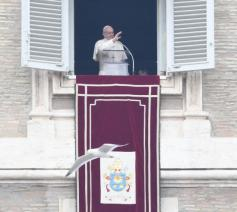 Paus Franciscus tijdens het Angelus © OSR/SIR