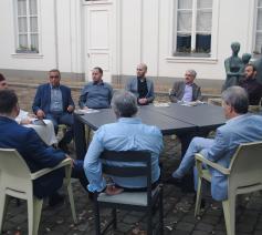 Mgr. Johan Bonny in gesprek met enkele Antwerpse moslims © Bisdom Antwerpen