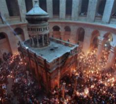 De Aedicula met de graftombe binnen in de Heilige Grafkerk in Jeruzalem © Heilige Grafkerk Jeruzalem