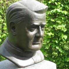 Buste van pater Jordan in het park te Hamont
