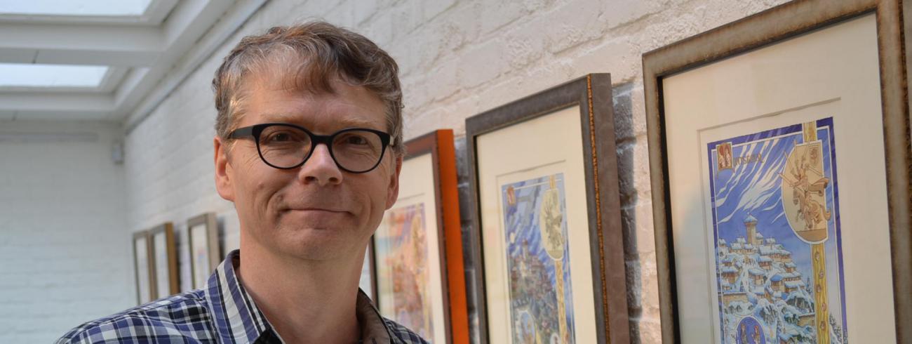 """Geert De Sutter """"Ik wil weer meer prenten en miniaturen  in de stijl van de klare lijn maken.""""  © rr"""