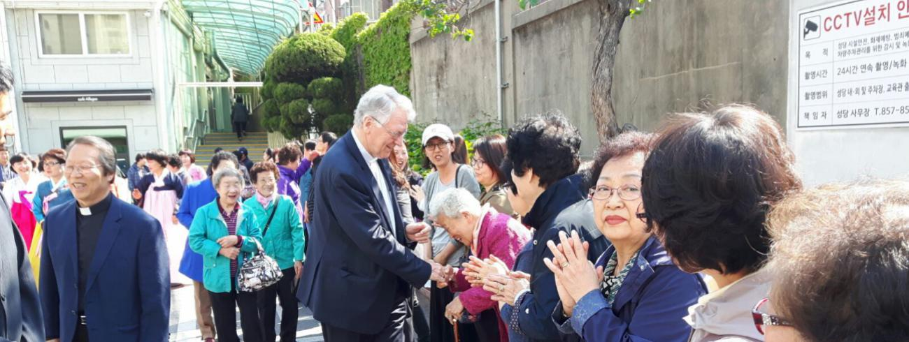Bisschop Van Looy in Korea in april 2017 © Bisdom Gent, foto: Emmanuel Van Lierde