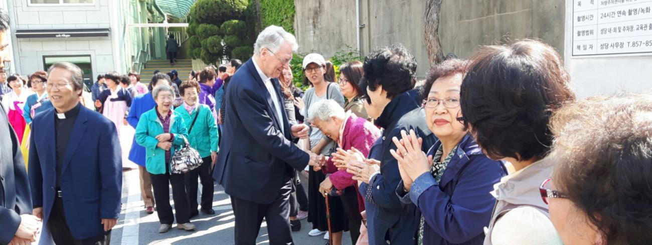 Bisschop in Korea © Emmanuël Van Lierde
