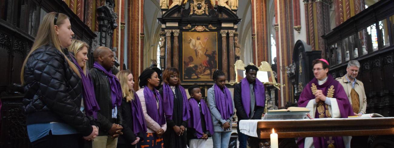 9 jongeren en jongvolwassenen in de laatste rechte lijn naar hun doopsel © Inge Cordemans