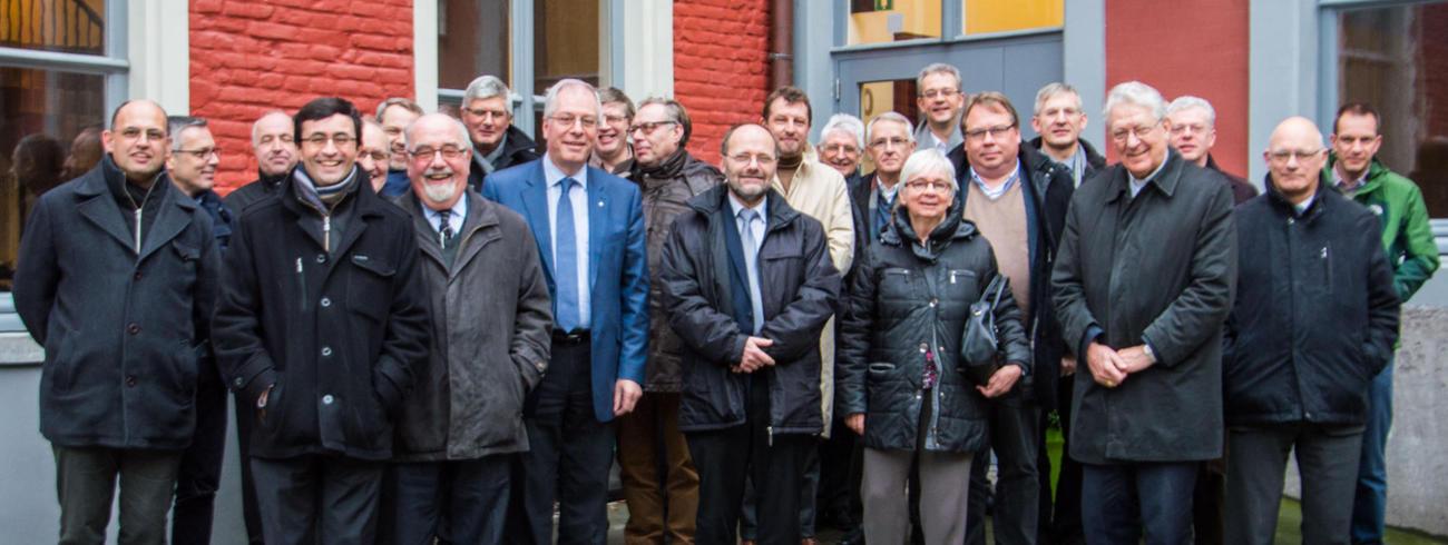 Dekens, begeleiders en leden van de bisschopsraad © Bisdom Gent, foto: Karel Van de Voorde