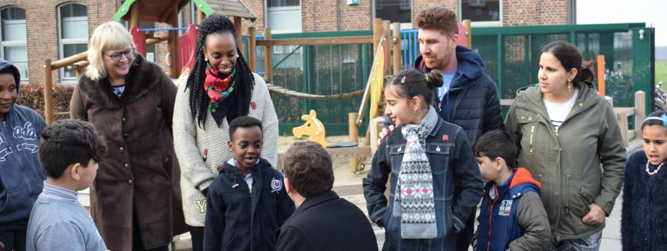 bisschop Lode Aerts bezoekt het asielcentrum in Poelkapelle