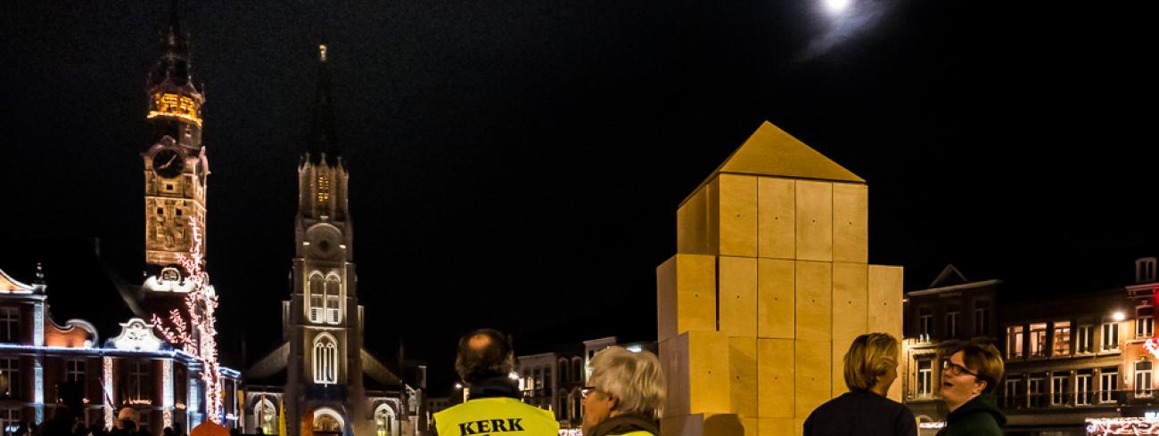 Blokkenkerk in lichtprocessie © Greet Polleunis