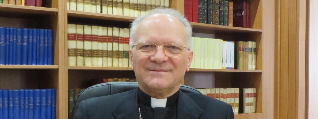 """""""Wereldwijd is een 40 procent van de jongeren in katholieke scholen zelf niet-katholiek. Dat toont de grote openheid van onze dienstverlening aan de samenleving"""", merkt Angelo Vincenzo Zani op. © evl"""