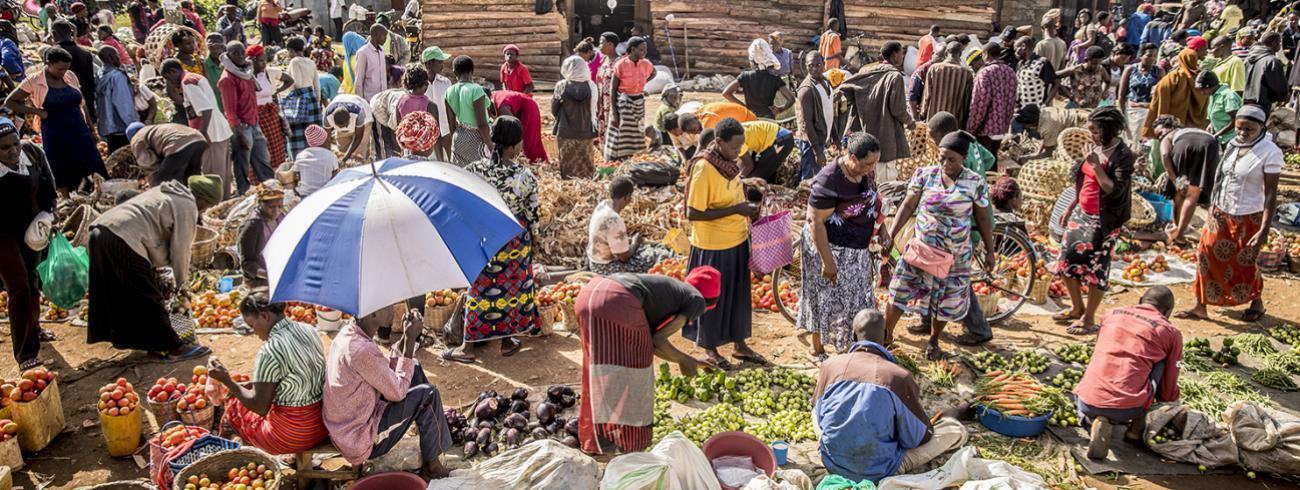 Omdat ze amper verdienen aan hun landbouwactiviteit, kunnen kleine boeren zich de producten op de lokale markt nauwelijks veroorloven.   © BDd / Thomas De Boever