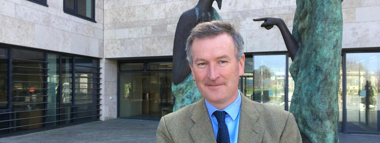 """""""In de jongste opiniepeilingen staat 90 procent van de Ieren  achter EU-lidmaatschap"""", zegt Gavin Barrett.  © gdc"""