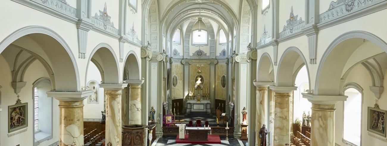 binnenzicht kerk Kanegem