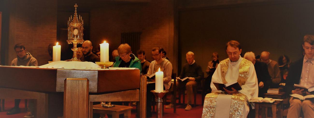 Aanbidding en vespers in kapel  © Johannes 23 seminarie