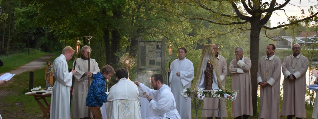 Aanbidding bij het Spaanse Dak (Zoete Waters) © Johannes 23 seminarie