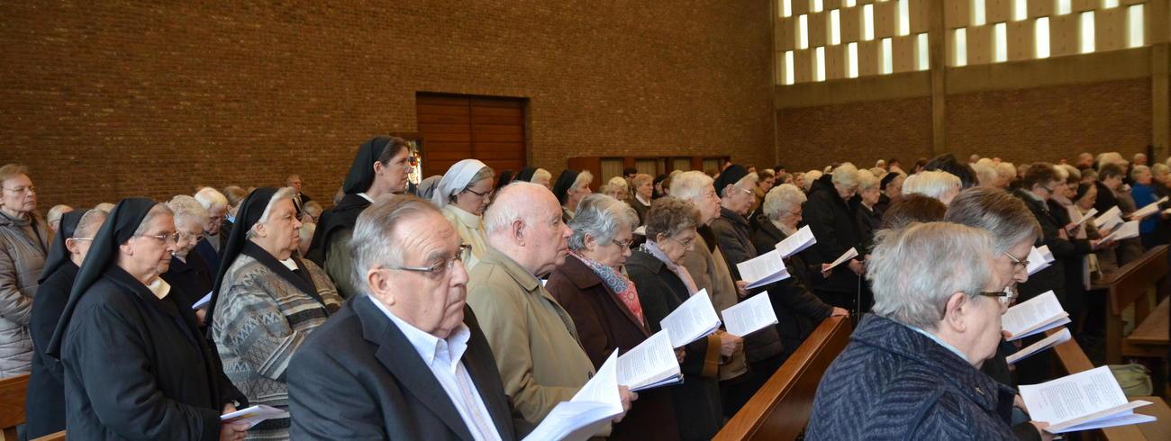 Bijna 250 Limburgse religieuzen hebben zondag in de Hasseltse Sint-Martinuskerk de 'Dag van de Religieuzen' gevierd. © Tony Dupont