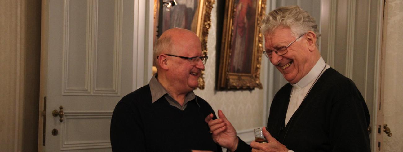 Mgr Van Looy verwelkomt zijn opvolger hartelijk © Bisdom Gent, foto: Ellen Eeckhout