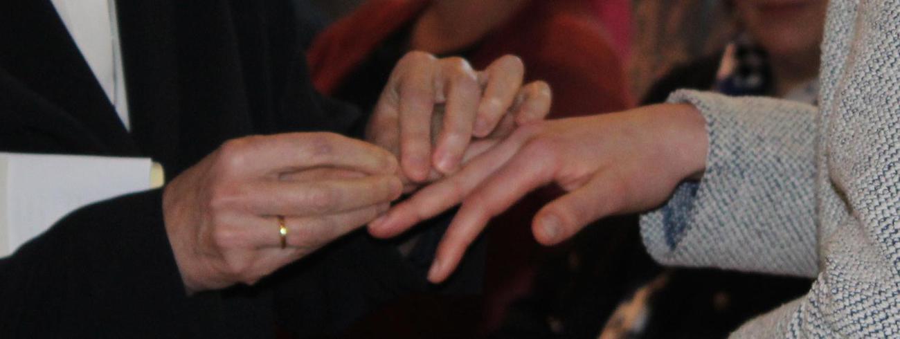 overhandiging van de zing © Kerknet, foto: Lieve Wouters