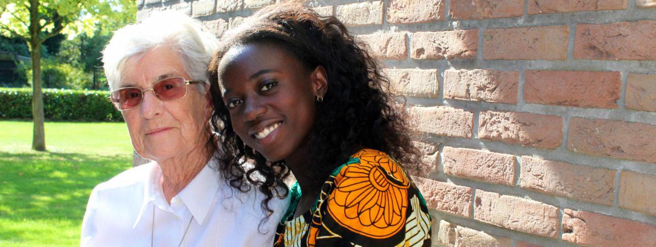 Imana Truyers en zuster Marie Michelle. Een ongelooflijk verhaal van redden en gered worden. © Lieve Wouters