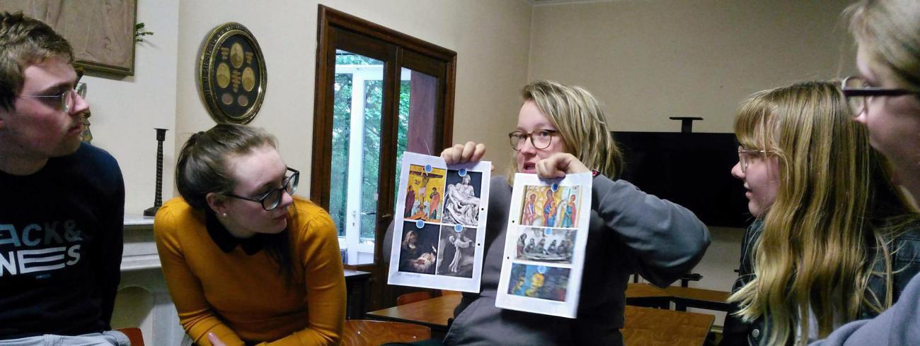 Kunstwerken dienden als illustratie bij de zeven smarten van Maria. © BVR