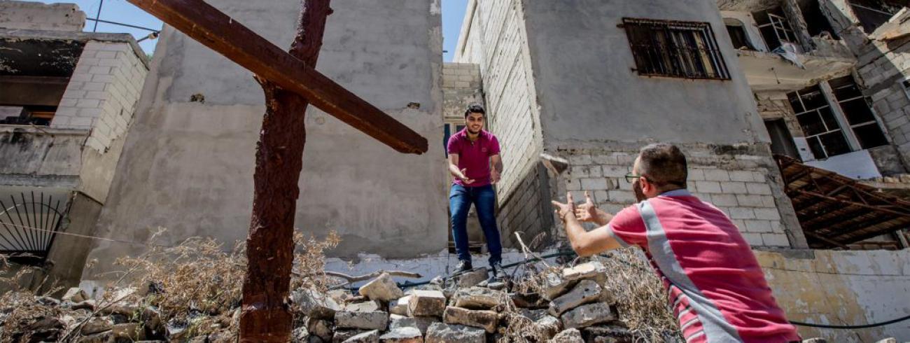 Christenen te midden van het puin in Homs © Kerk in Nood