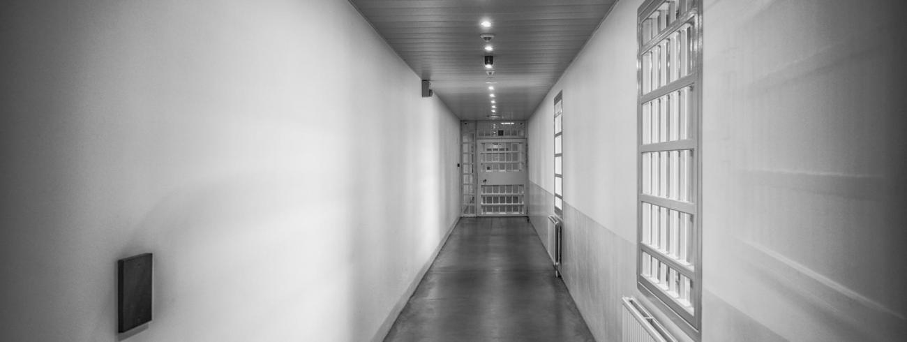 Het verdriet van den bak. Penitentiaire inrichting in Beveren. © Leo De Bock