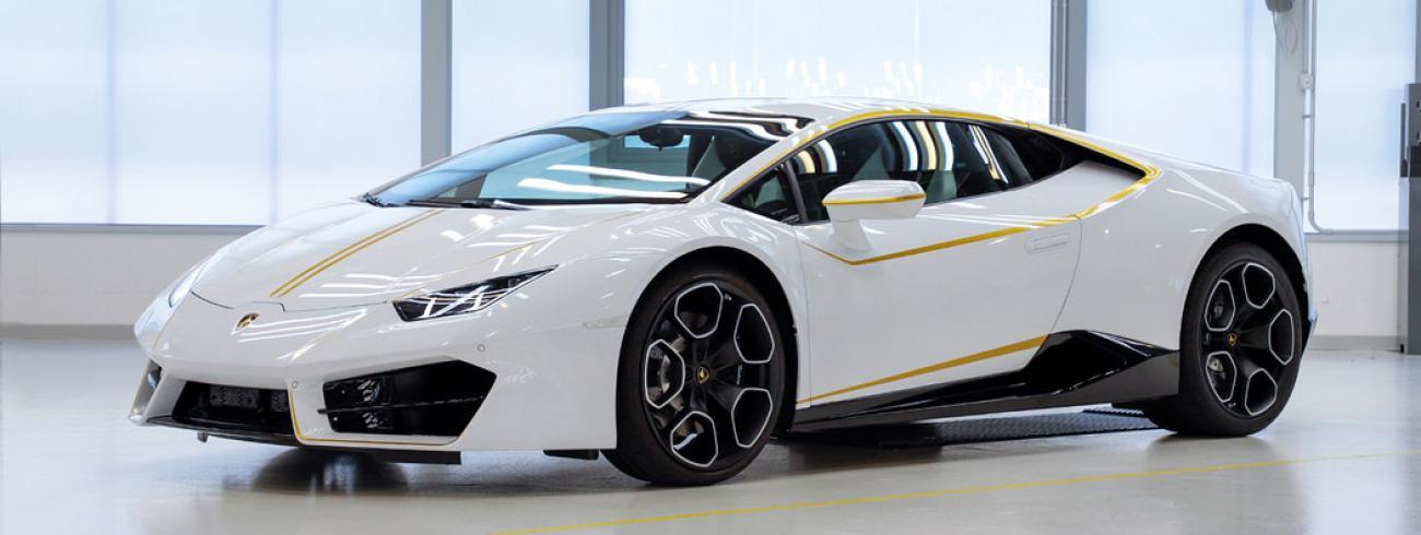 De Lamborghini Huracan-coupé van paus Franciscus © Omaze