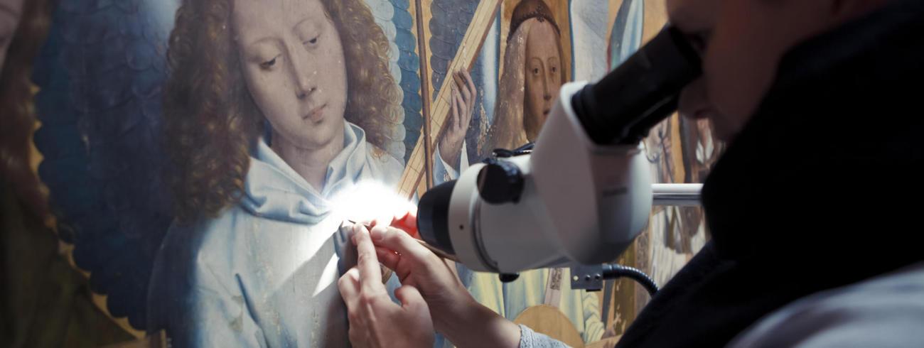 Na 15 jaar restauratiewerken komt 'Christus met de zingende engelen' van Memling binnenkort terug naar het KMSKA in Antwerpen. © KMSKA