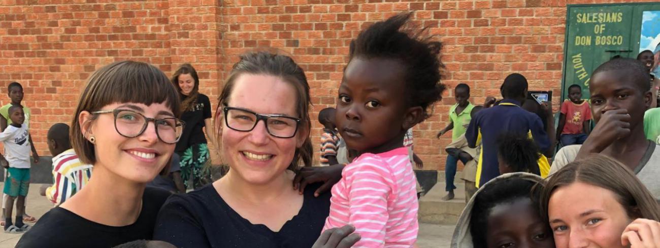 Inleefproject Zambia: Nine (links) en Anneleen (rechts). © Team Zambia