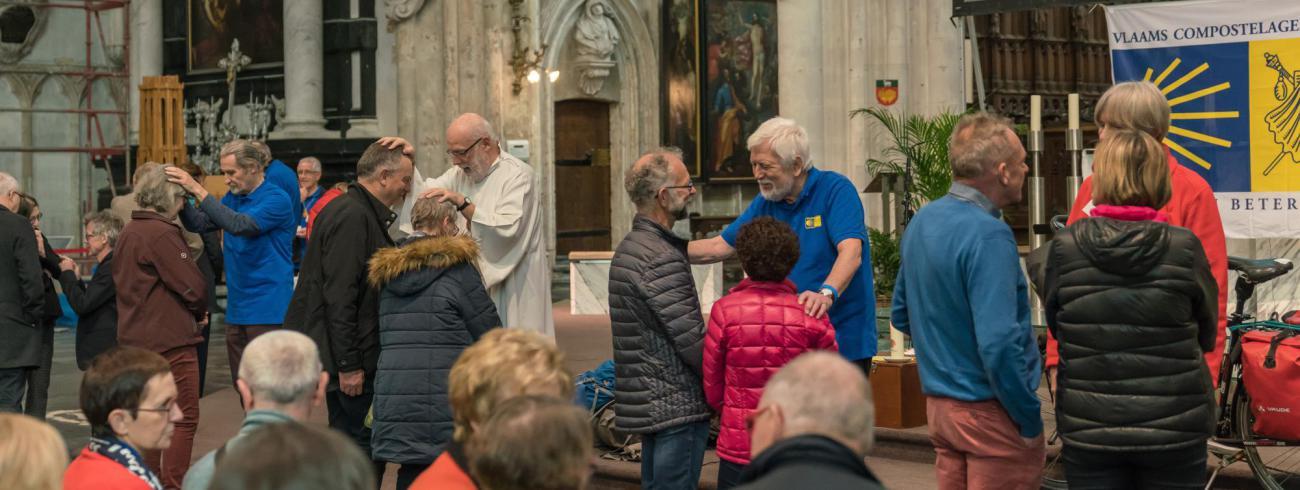 Pelgrimszegen in de Sint-Romboutskathedraal © Dees Van Caeyzeele/Vlaams Compostelagenootschap