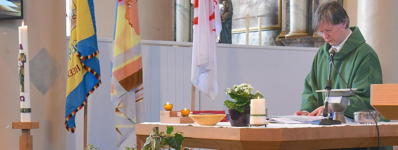 Eucharistieviering © Jan Ducatteeuw