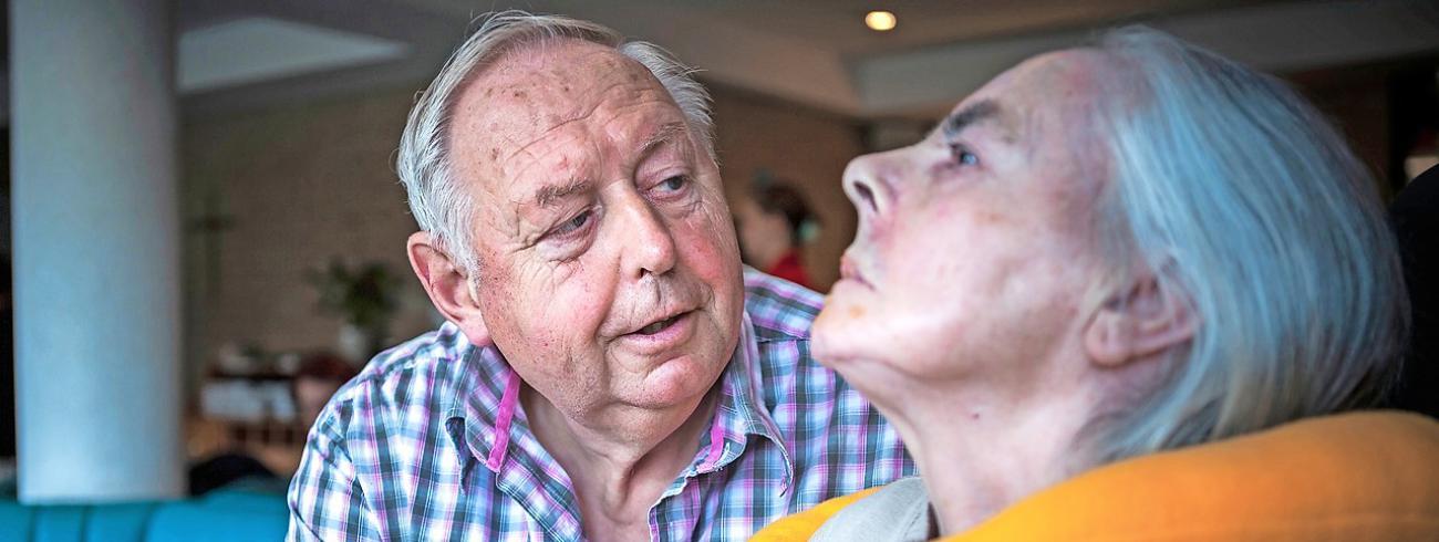 'Nabijheid is alles.' Bernard Gabriëls hielp zijn echtgenote zo lang mogelijk. © Leo De Bock