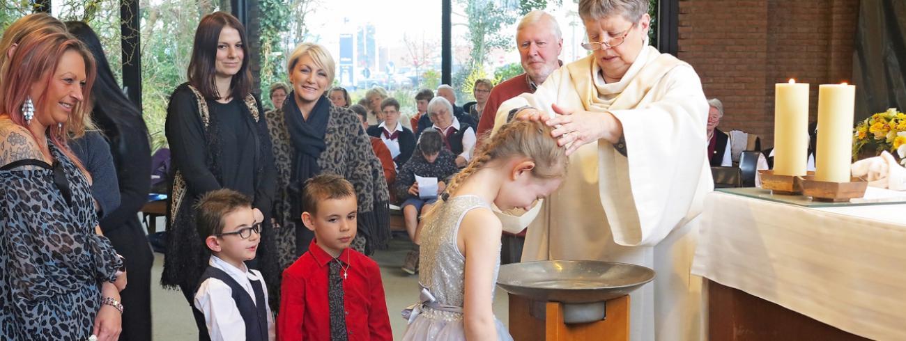 Ziva koos er op zevenjarige leeftijd zelf voor om gedoopt te worden. © Bertrand Goethals
