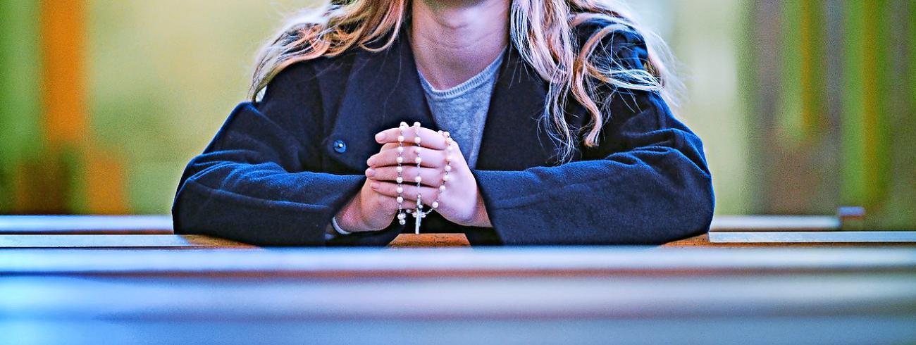 Gebedssnoeren zijn op de Wereldjongerendagen allerminst een onbekend fenomeen. © KNA Bild