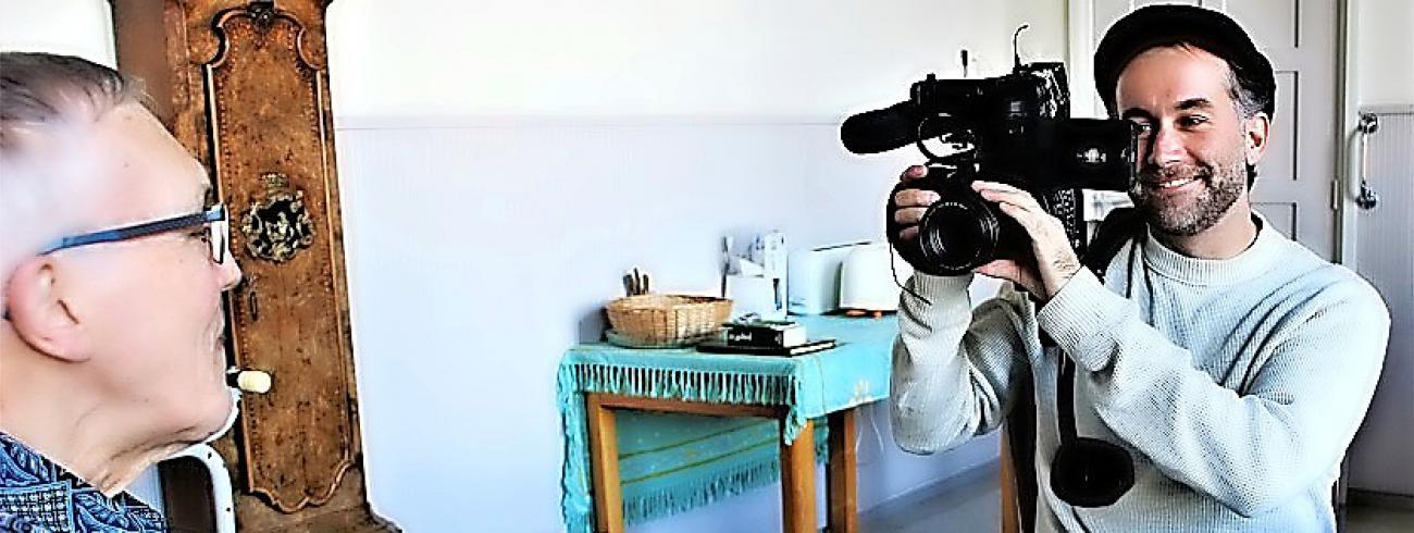 Documentairemaker Daan Jongbloed (rechts) trok zeven weken in bij de kruisheren in Sint-Agatha.  © © Daan Jongbloed