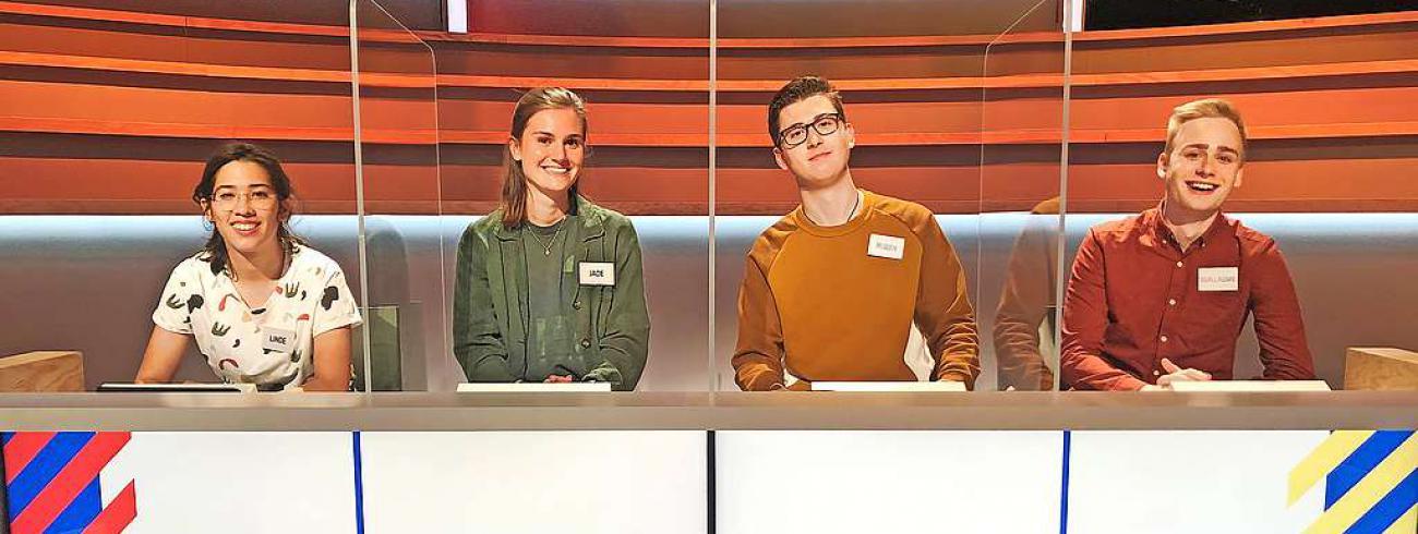 Linde Van den Eede (links) en Guillaume Coryn (rechts) met hun teamgenoten.  © Woestijnvis