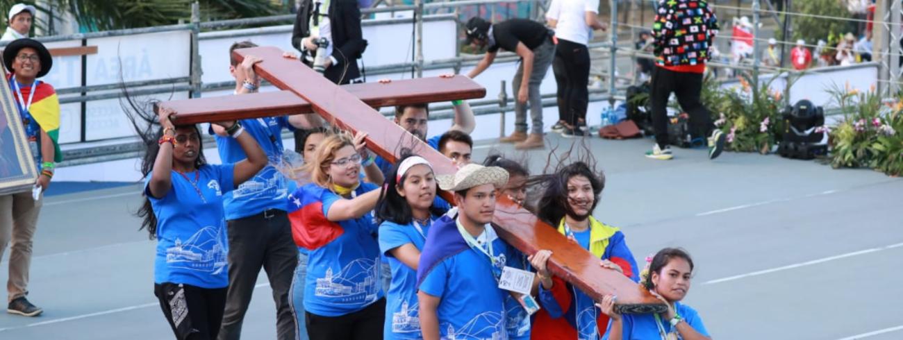 De kruisdraging is altijd een hoogtepunt op de Wereldjongerendagen. © Twitter WYD