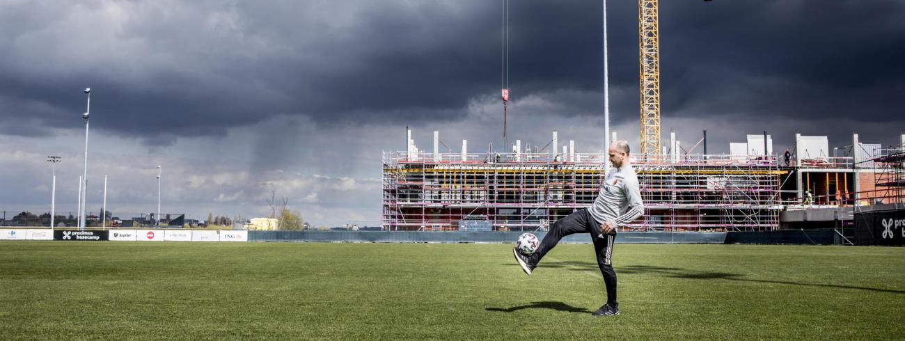 Roberto Martinez op het oefenveld van De Rode Duivels © Emy Elleboog