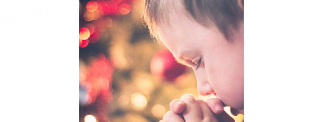 bidden in het gezin © Afbeelding van StockSnap via Pixabay
