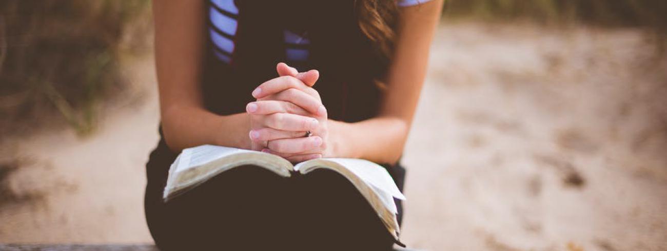 bidden met de Schrift © pexabay