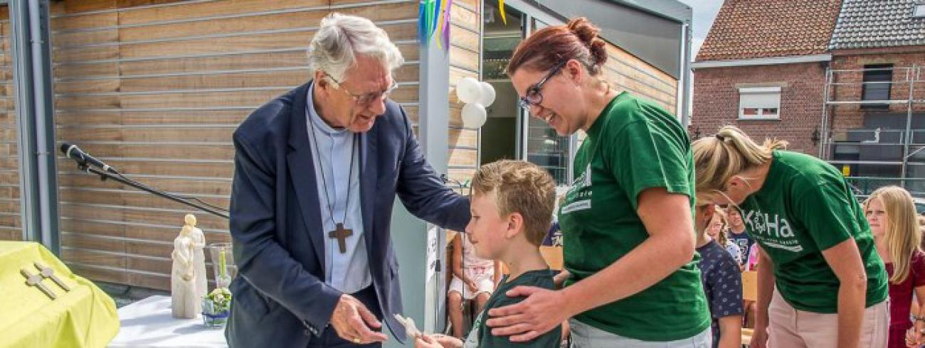 Bisschop Van Looy in basisschool KOHA Heilige Familie © JVDV