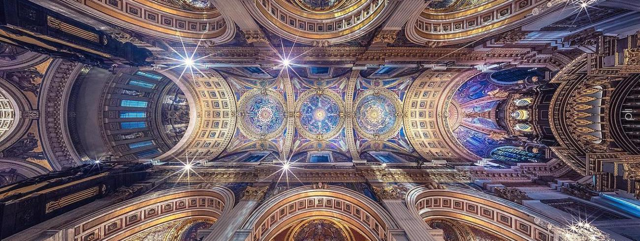 Vertorama van de Saint Paul's Cathedral in Londen. © Peter Li / Instagram