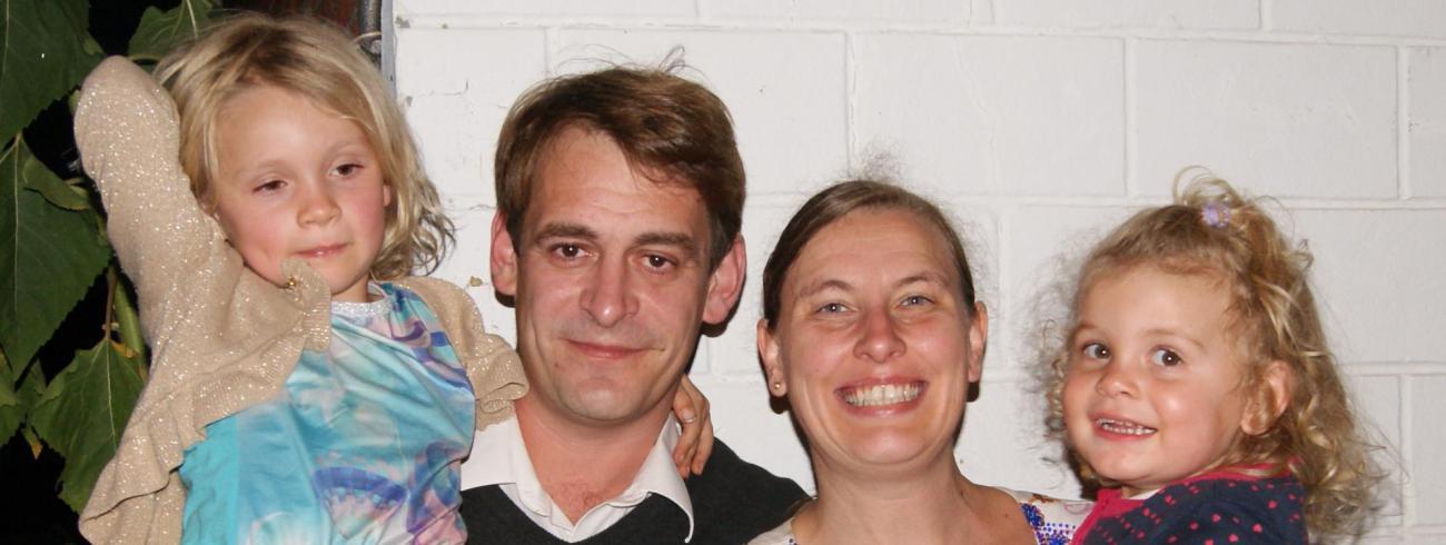 Bert en Evy met Laura en Marieke  © Familie Schelfaut