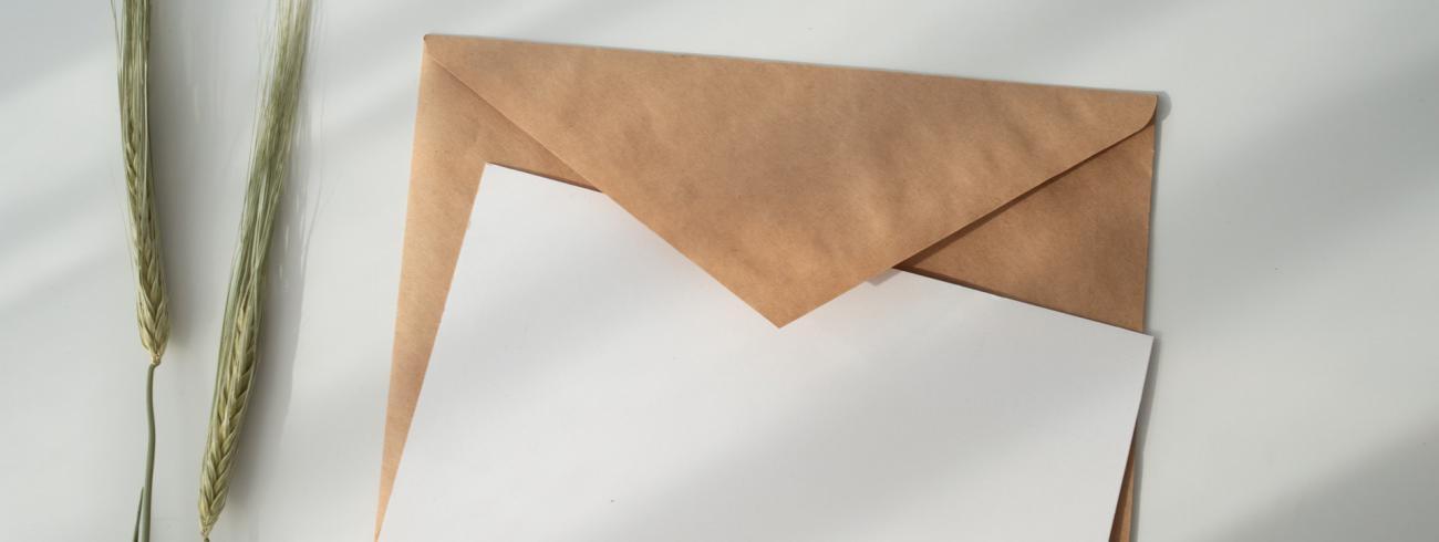 Schrijf een ouderwetse brief. Het plezier is dubbel en duurt veel langer. © Kate Macate on Unsplash