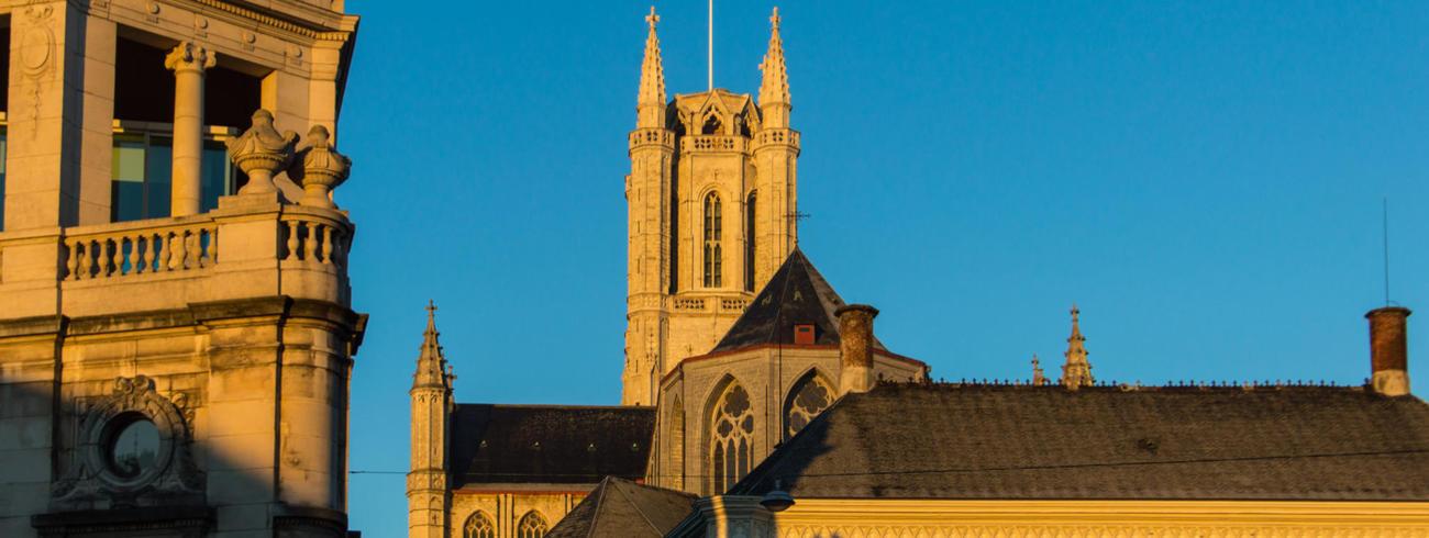 Bisschopshuis en kathedraal © Bisdom Gent, foto: Karel Van de Voorde