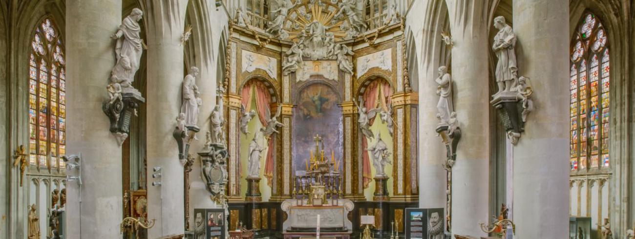 De Sint-Sulpitiuskerk in Diest is een gotische parochiekerk. In 1618 werd hier Filips Willem, oudste zoon van Willem van Oranje en Anna van Buren, bijgezet.  © Diana Nieuwold