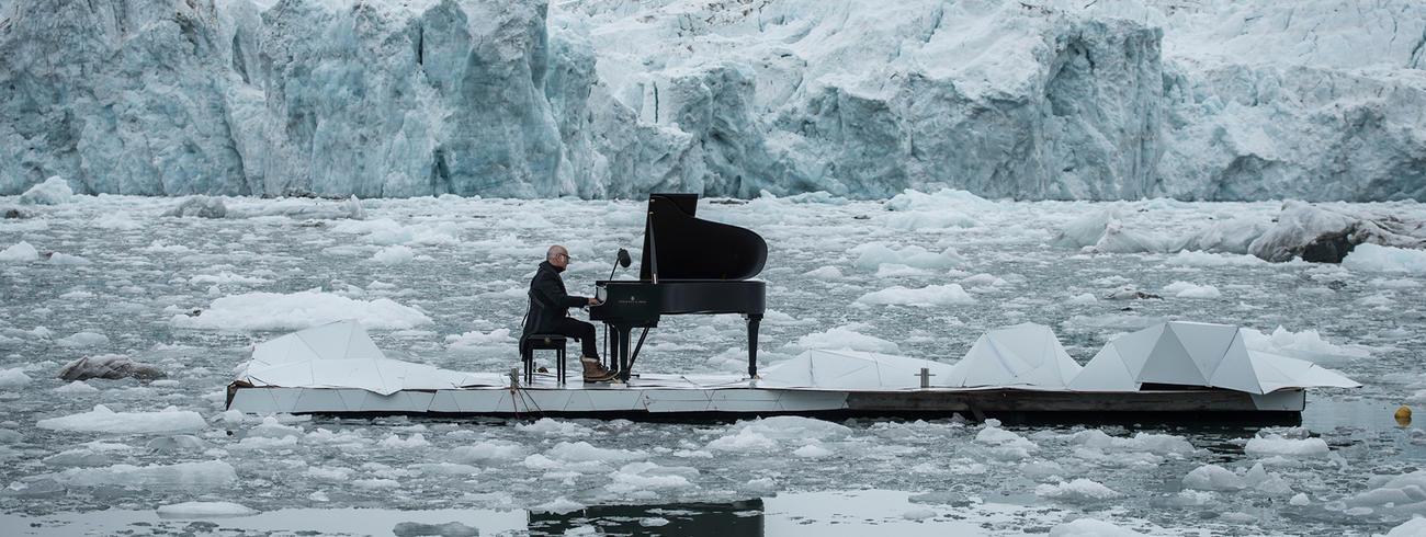 Ludovico Einaudi speelt zijn 'Elegy for the Arctic'.