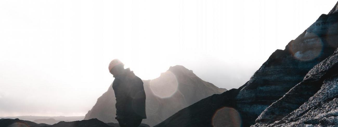 met Jezus de berg op, onderweg naar Pasen © richard-bustos-1359164-unsplash