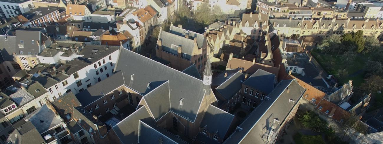 Zicht op het kapucijnenklooster in de Heilig Hartparochie in Antwerpen.